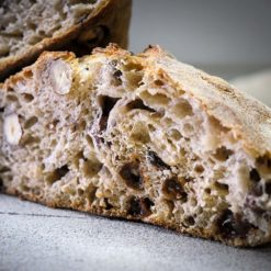 Le pain bio raisin et noisette